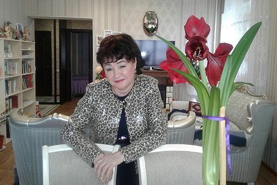 ПисательницаЗифа Кадыровавминувший уик-энд осталась без дома, вкотором она жила иработала последние пять лет— двухэтажная дача вСНТ «Отделочник» под Набережными Челнами сгорела вчистую