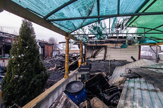 Помимо двухэтажного строения научастке стояла баня, летняя кухня ибеседка назаднем дворе— так описала свою творческую базу Кадырова. Общая площадь участка— 120 квм