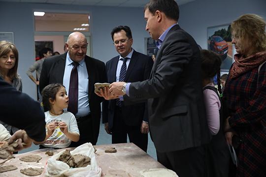 Рамиль Халимов:«Самое ценное, что большое количество людей прикоснулось кКазанскому федеральному университету, включая учащихся средних классов исовсем маленьких детей. Это часть профориентационной работы»