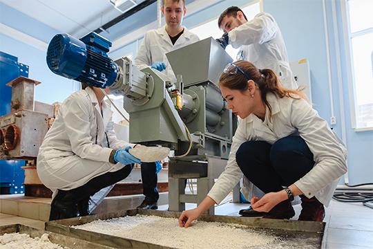 «В целом все лаборатории на 50-60 процентов живут за счет заработанных денег»