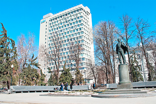 «Годовой бюджет КФУ — более 11 миллиардов рублей, более 50 процентов которого зарабатываем сами за счет коммерческих мест, хоздоговорной работы, научных исследований и грантов»