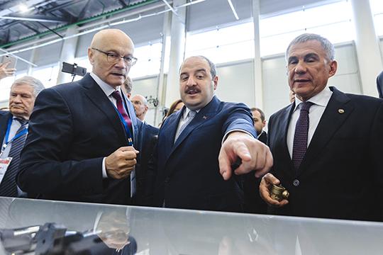 Генеральный директор «Бетара» Ринат Фардеев (слева): «Делаем реальное, а не выдуманное постановлениями импортозамещение. К тому же у нас в два-три раза дешевле, чем аналогичное импортное»