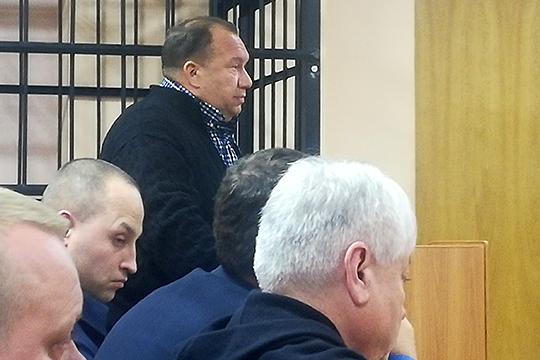 Ильдус Мингазетдинов значился в большом числе околобанковских фирм, в том числе «Артуг» и «Свитиль», которые сейчас банкроты. Из большого числа фирм Мингазетдинов вышел, но личное банкротство он не проходил