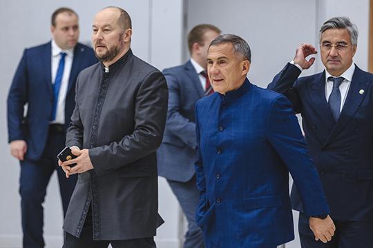 В традиционных татарских пиджаках-камзолах с воротником-стойкой появились президент Татарстана и руководитель его аппарата Асгат Сафаров