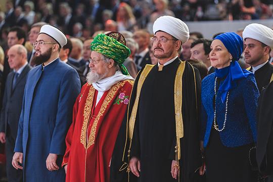 Верховный муфтий страны, председатель ЦДУМ России Талгат Таджуддин, хоть и не упомянул о том, что тоже родился в Казани, пожелал Татарстану прожить еще сотни лет