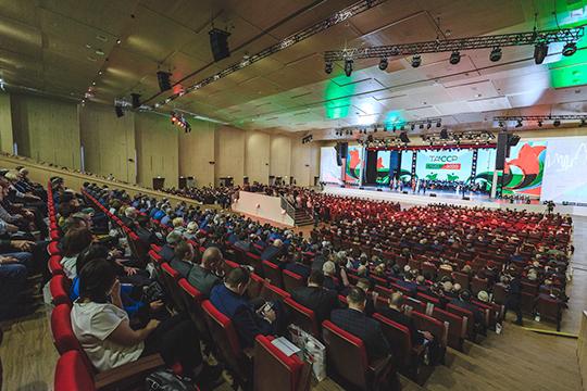 Международный выставочный центр «Казань Экспо» окрасился накануне в цвета татарстанского триколора — здесь состоялось торжественное мероприятие, посвященное старту года 100-летия образования ТАССР