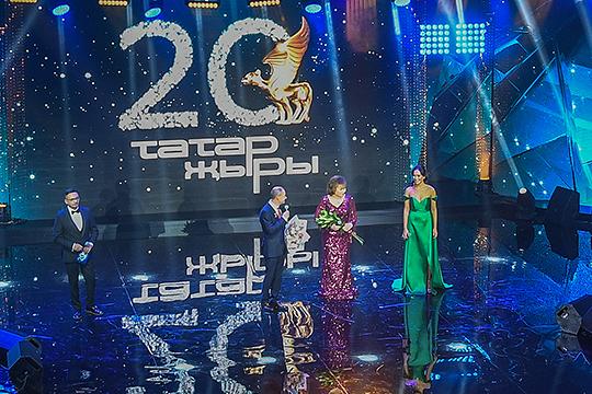 Камиль Гараев пообщался с публикой, выйдя на сцену, чтобы поздравить с 70-летием Хамдуну Тимергалиеву
