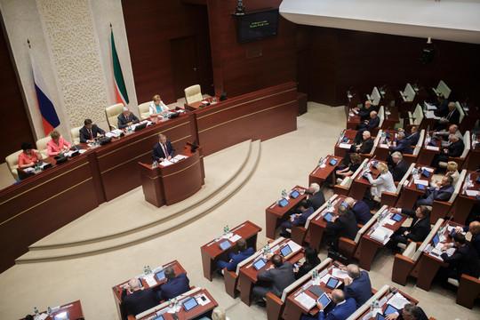 По итогам голосования 8 сентября в Госсовете РТ была сформирована фракция ЕР в составе 82 человек, из которых 44 прошли по списку, а оставшиеся 38 — одномандатники
