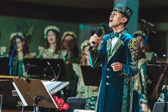 Прозвучала и татарская протяжная песня — озын көй «Зиләйлүк» в исполнении тенора Алмаса Хусаинова
