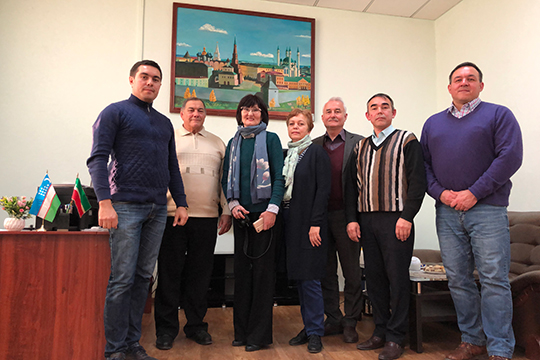 Ученые ИЯЛИ им.Г.Ибрагимова во время встречи в Татарском общественном культурно-просветительном центре г.Ташкента