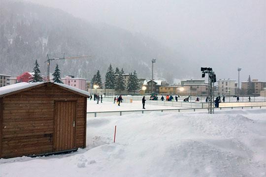 Турнир проводится на среднегорье (высота Давоса над уровнем моря — 1500 м) при очень высокой интенсивности матчей