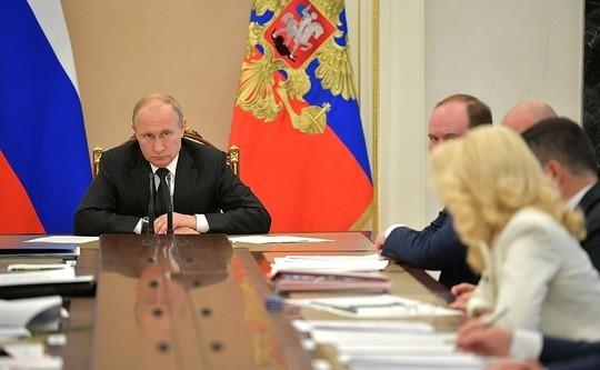 «Путин ожидает каких-то событий, требующих быстрой реакции. Переформатирование правительства можно объяснить созданием новой политической системы,— аэто процесс небыстрый»