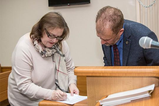 Взыскать пока с экс-председателя правления«Спурт Банка»Евгении Даутовой особо нечего, но карму бизнес-леди отрабатывает по полной программе
