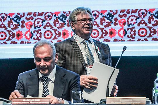 """Валерий Тишков (справа):«Есть понятие """"нация"""" вгражданском иполитическом смысле. Былобы полезно вКонституции это записать. Наодной многонациональности идружбе народов далеко неуедешь: сегодня дружим, азавтра раздружимся»"""