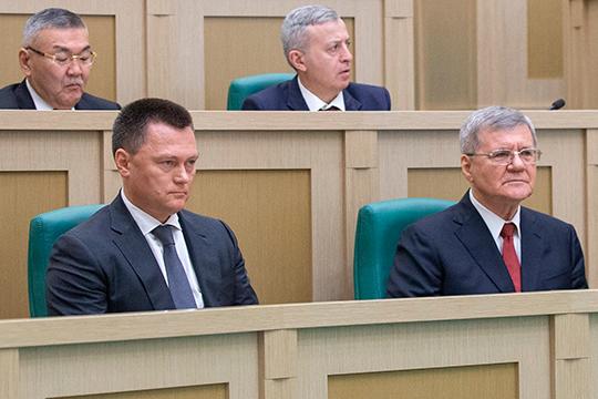 Новый генпрокурорИгорьКраснов (слева)взялся засвои обязанности прямо-таки сместа вгалоп— также стремительно, как прошла его рокировка сЮриемЧайкой(справа) иутверждение вСовФеде
