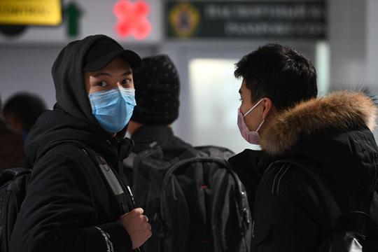 «Я только что вернулся из Китая, жду пересадку в Москве. Но нас тут даже не проверяли. А в Китае при вылете и на всех входах и выходах это делают»