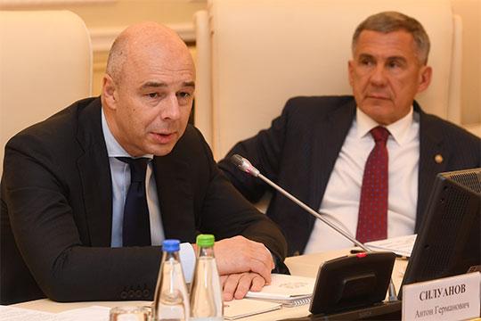 «Мы все решаем одну задачу - увеличение темпов роста, а без инвестиций это невозможно», - начал Силуанов свою вступительную речь в Казанском кремле
