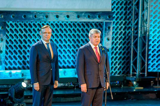 Когогин и Магдеев вышли к микрофону вместе, олицетворяя союз города и завода