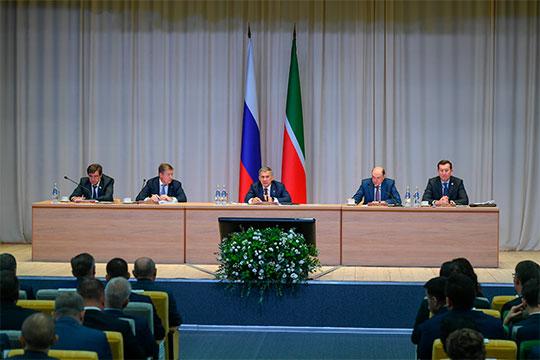 Сегодняшний вояж в Челны для президентаРустама Минниханованачался с заседания выездной антитеррористической комиссии, прошедшей в стенах новой 41-й школы