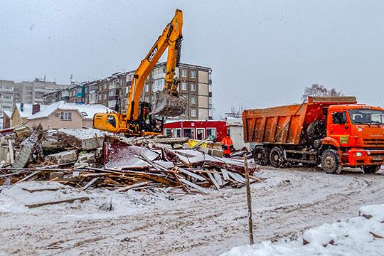 Одинокий экскаватор и никаких животных: в Казани снесли птичий рынок