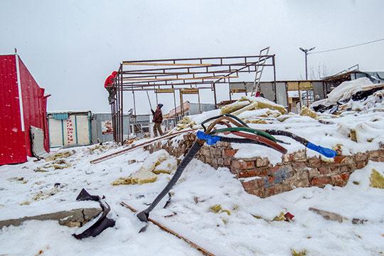 ВКазани начался давно ожидаемый снос известного всем казанцам «птичьего рынка» наулице Белинского