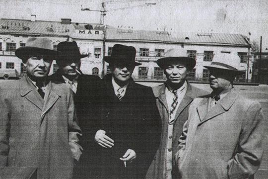 Работники Татарского ОК КПСС в Ижевске Бадыгов слева