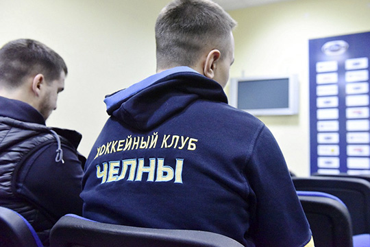 «Средняя зарплата— 25-30 тысяч рублей. Есть ребята, укоторых побольше зарплата. Есть минимальная— 10 тысяч»