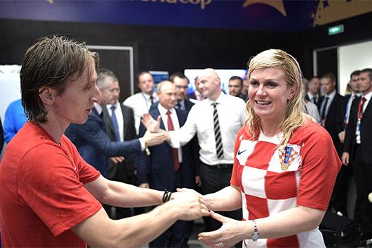 Любопытно, что 4 место вроссийском топе запросов заняла президент Хорватии Колинда Грабар-Китарович. Пик интереса кэтой персоненаметилсявиюле этого года, вканун чемпионата мира пофутболу