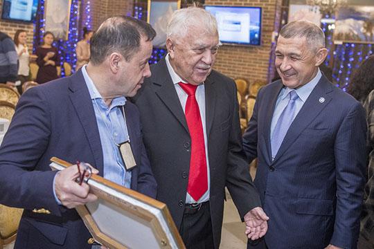 Зуфар Гаязов — о Рифкате Минниханове: «Унего вся семья катается. Супруга, дети, внуки. Онпримерный дедушка вэтом отношении. Внуков ставил на горные лыжи с3лет»