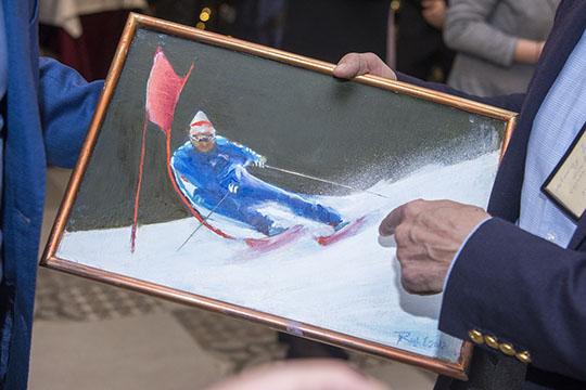 На картинеРаифа ТухватуллинаРустам Минниханов всинем горнолыжном костюме мастерски выполняет поворот, скатываясь сгоры