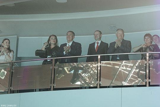 Начался концерт с появлением в зале президента РТ, который, как и в прошлом году, пришел с супругой Гульсиной Миннихановой