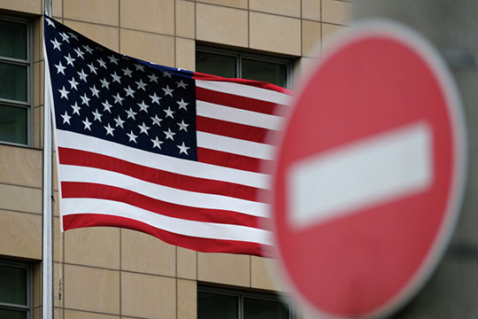 «Постоянное ожидание санкций, постепенная потеря из-за этого необходимой кооперации смеждународными партнерами ирастущие технологические ограничения ослабляют отечественную экономику»