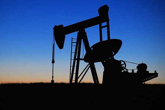 «Власти приняли сознательное решение— ввели бюджетное правило инеиспользуют при бюджетном финансировании доходы отнефти, которые формируются при цене выше 45 долларов забаррель»