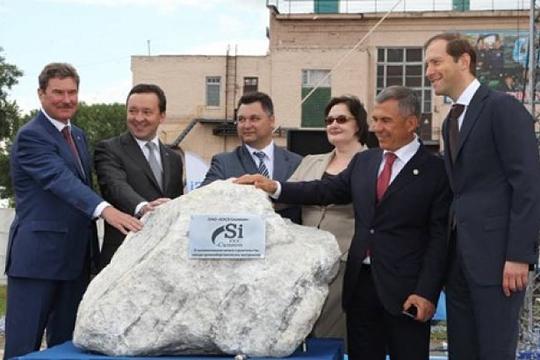 Старт строительству вКазани нового завода «КЗСК-Силикон»напустыре поадресу Лебедева, 1 виюне 2014 года далиглава минпромторга РФДенис Мантуровипрезидент РТРустам Минниханов