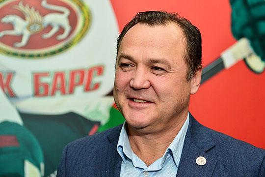 Рафик Якубов:«Задача унас каждый сезон неизменна— Кубок Гагарина, других целей быть неможет. Недумаю, что наша команда стала слабее посравнению спрошлым сезоном. Наоборот, опытнее»