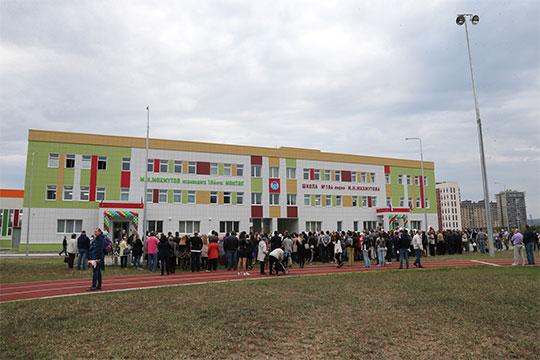 «В 2017 году мыоткрыли две новые школы почти на2,5 тысячи мест. В2018 году 1сентября открыты три новые школы более чем на3 тысячи мест»