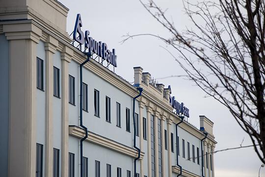 Центробанк России, отозвав лицензию убанка Даутовой, публично заявил, что «Спурт» вкачал впромышленные проекты несколько миллиардов рублей— поразным оценкам, до7-8