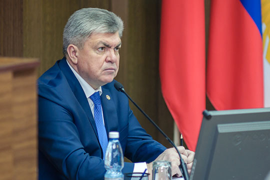 Магдеев призвал руководителей организаций ипредприятий неоставаться равнодушными ксемейной политике, вспомнив опрофсоюзах иженсоветах