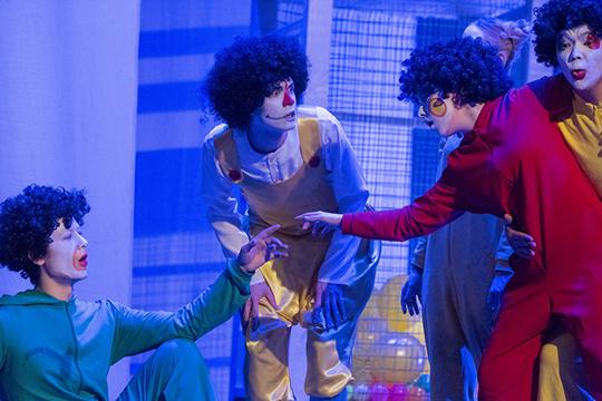 Опера«Бледно-голубая точка» полибретто уже именитого драматургаСюмбель Гаффаровой, вкотором нашлось место отсылкам икВиктору Гюго, икастрономуКарлу Сагану