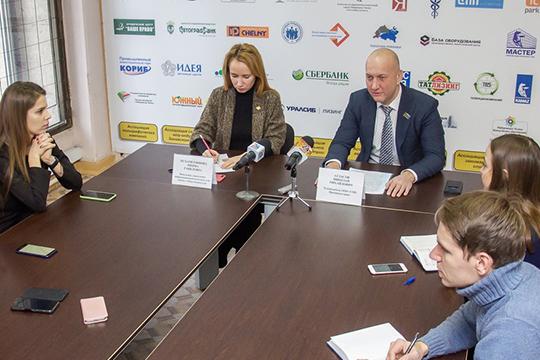 Пресс-конференция посвященнаяитогам переговоров мэра Челнов Наиля Магдеева сООО «Гринта» прошла сегодня вгородском исполкоме