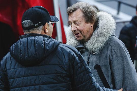 Самым довольным на «Казань Арене» в этот вечер был Сёмин. Перед матчем тренер «Локо» щурясь вышел к полю, с улыбкой посмотрел на Бердыева и ждал, когда именно он гостеприимно подойдет к нему, а не наоборот