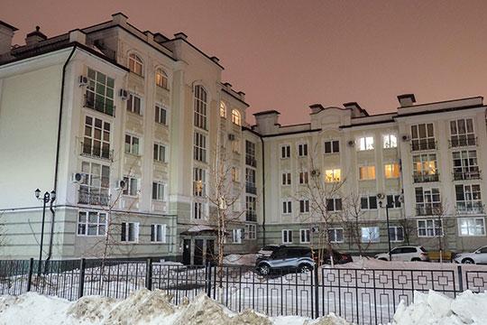 Причиной разворачивающейся семейной драмы стали несчастные 78 квадратных метров, в которых провел последние дни своей жизни Ильгам Шакиров
