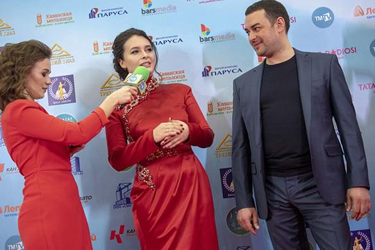 Эльмира Калимуллина призналась нашему коррепонденту, что пришла на мероприятие без мужа, но он будет следить за шоу по телевизору: «Он волнуется за меня, звонит, шлет смски»