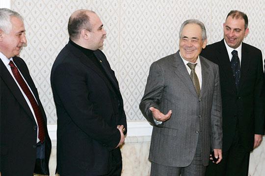 В2008 году Каменов после встречи сМинтимером Шаймиевымобещал инвестиции в$70млн состороны болгарского холдинга вреконструкцию аэропорта Казань иобновление парка самолетов авиакомпании «Татарстан»