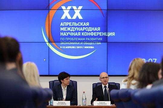 Идеал губернатора— разностороннего, критически мыслящего— нарисовал всвоих «апрельских тезисах» Сергей Кириенко
