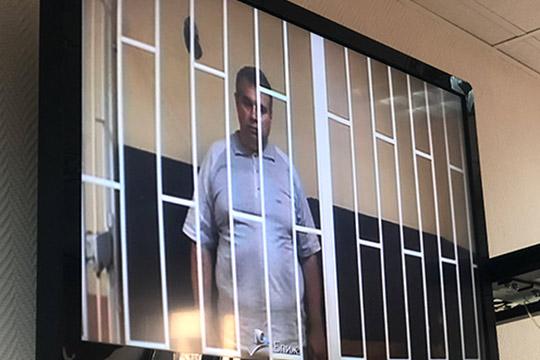 Главный конструктор ОКБ им.Симонова АлександрГомзин уже неделю сидит визоляторе пообвинению вмошенничестве