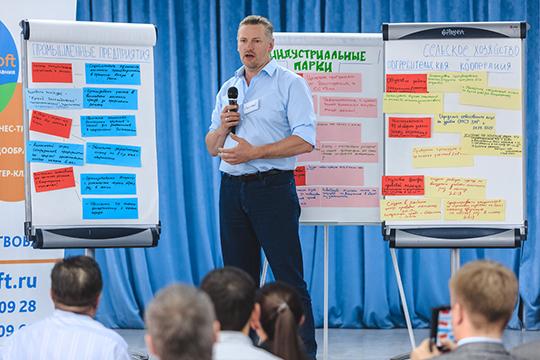 С презентацией наработок группы «Промышленные предприятия» выступил известный бизнесмен Сергей Акульчев