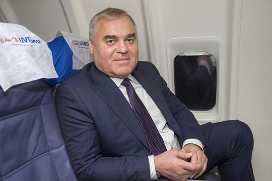 Аксакал отрасли и генеральный директор авиакомпании «ЮВТ Аэро» Петр Трубаев. В пилотские суеверия не верит, но все-таки перед полетом обувь предпочитает надевать с определенной ноги, с какой — не говорит