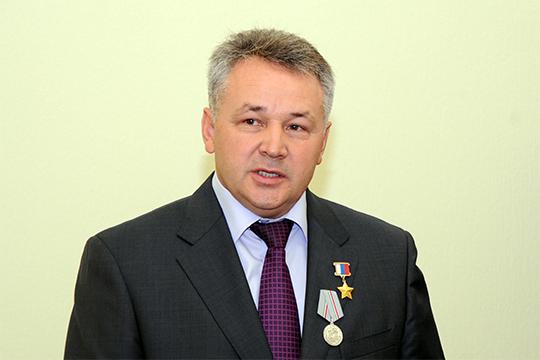 Вряд ли надо представлять Газинура Хайруллина — второго пилота того самого кандагарского экипажа и экс-гендиректора авиакомпании «Татарстан»