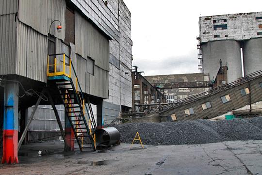 Следком и УБЭП считают, что Михайлов получил 200 тыс.рублей от одного из местных предпринимателей. Бизнесмен до этого брал в аренду земельный участок, и хотел оформить ее в собственость